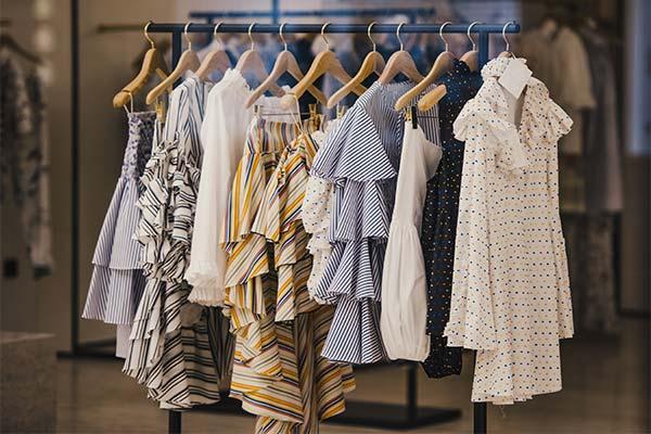 Покупать платье